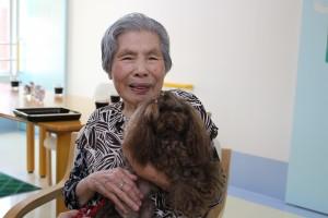 小倉北区のお年寄りが笑顔になるドッグセラピー